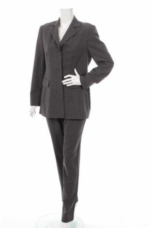 Costum de femei Windsor.