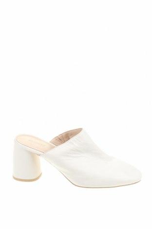 Γυναικείες παντόφλες Reserved, Μέγεθος 39, Χρώμα Λευκό, Γνήσιο δέρμα, Τιμή 25,97€