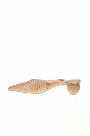 Чехли Reserved, Размер 37, Цвят Бежов, Естествена кожа, Цена 29,64лв.