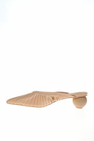 Чехли Reserved, Размер 38, Цвят Бежов, Естествена кожа, Цена 29,64лв.