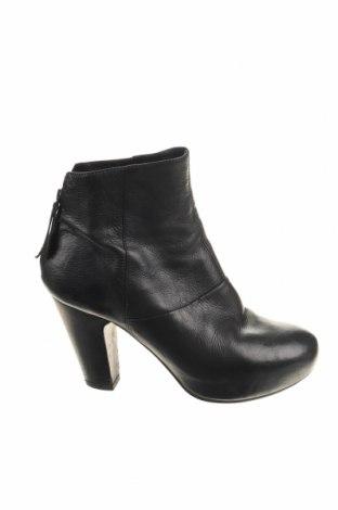Γυναικεία μποτάκια VIC, Μέγεθος 37, Χρώμα Μαύρο, Γνήσιο δέρμα, Τιμή 23,64€