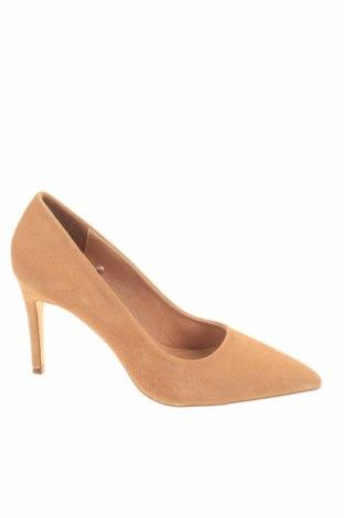 Γυναικεία παπούτσια Reserved, Μέγεθος 38, Χρώμα  Μπέζ, Φυσικό σουέτ, Τιμή 21,31€