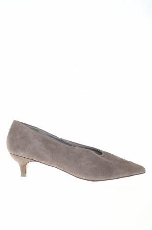 Γυναικεία παπούτσια Reserved, Μέγεθος 39, Χρώμα Γκρί, Φυσικό σουέτ, Τιμή 22,40€