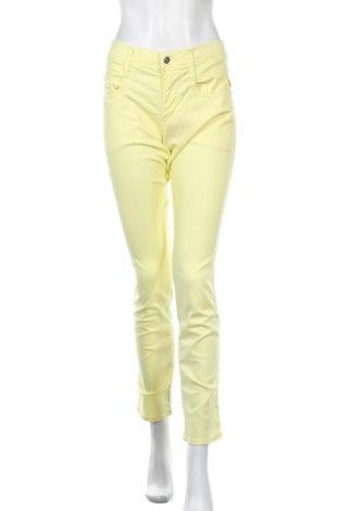 Дамски панталон Replay, Размер M, Цвят Жълт, 60% лиосел, 30% памук, 8% полиестер, 2% еластан, Цена 32,25лв.