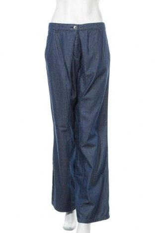 Дамски панталон Stefanel, Размер L, Цвят Син, 85% памук, 15% лиосел, Цена 26,22лв.