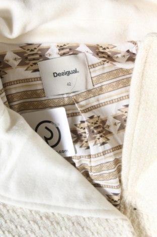 Дамско палто Desigual, Размер L, Цвят Бял, 40% полиестер, 35% вълна, 21% акрил, 3% полиамид, 1% еластан, Цена 194,25лв.