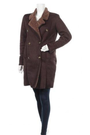 Дамско палто Pull&Bear, Размер M, Цвят Кафяв, Полиестер, Цена 60,84лв.