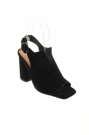 Σανδάλια Reserved, Μέγεθος 36, Χρώμα Μαύρο, Φυσικό σουέτ, Τιμή 20,65€