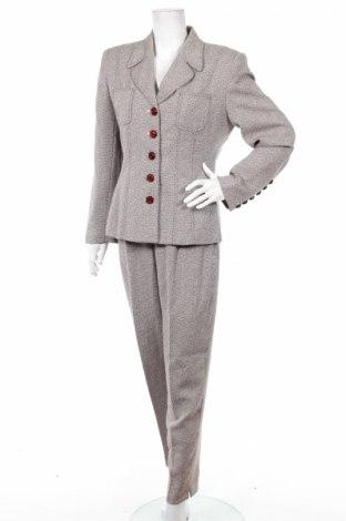 Дамски костюм Larry Levine