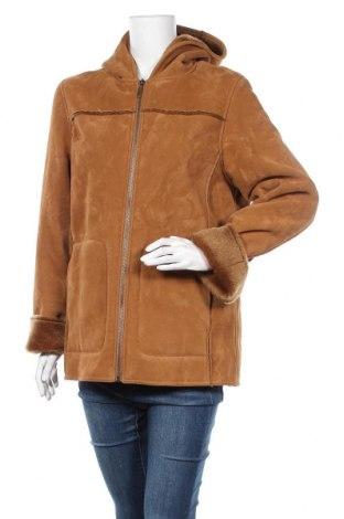 Дамско палто, Размер M, Цвят Кафяв, 75% полиестер, 25% вискоза, Цена 53,55лв.