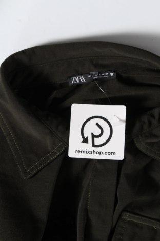 Дамска риза Zara, Размер L, Цвят Зелен, 69% полиестер, 31% вискоза, Цена 18,20лв.