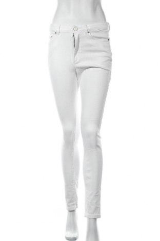 Дамски дънки About You, Размер M, Цвят Бял, 99% памук, 1% еластан, Цена 17,92лв.