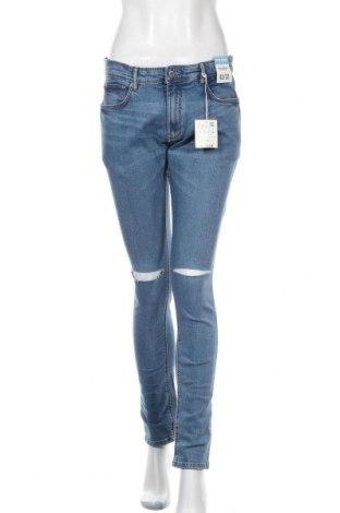 Дамски дънки Pull&Bear, Размер L, Цвят Син, 98% памук, 2% еластан, Цена 30,49лв.