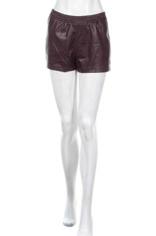 Дамски къс кожен панталон Broadway, Размер S, Цвят Лилав, Еко кожа, Цена 8,09лв.