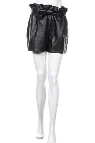 Дамски къс кожен панталон Miss Selfridge, Размер L, Цвят Черен, Еко кожа, Цена 40,12лв.
