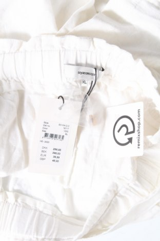 Дамски къс панталон Soya Concept, Размер XL, Цвят Бял, 55% лен, 45% вискоза, Цена 27,60лв.