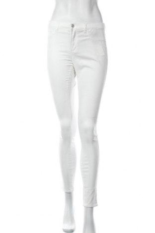 Дамски панталон ONLY, Размер M, Цвят Бял, 56% памук, 39% полиестер, 5% еластан, Цена 12,39лв.