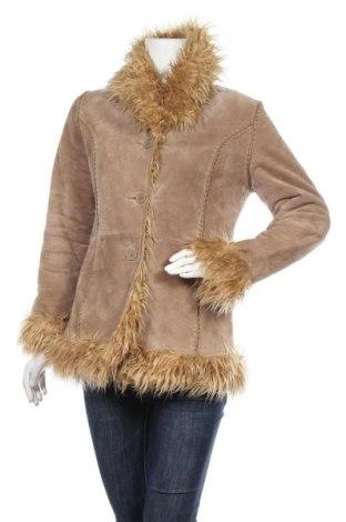 Дамско кожено палто Clockhouse, Размер L, Цвят Бежов, Естествен велур, Цена 21,25лв.