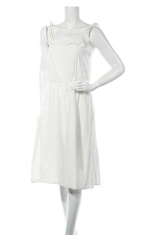 Рокля Vero Moda, Размер M, Цвят Бял, Вискоза, Цена 31,05лв.