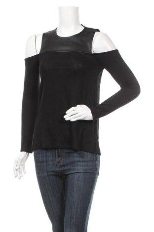 Дамска блуза BCBG Max Azria, Размер XXS, Цвят Черен, 96% лиосел, 4% еластан, еко кожа, Цена 52,25лв.