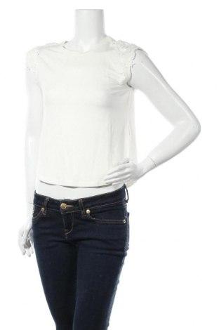 Γυναικεία μπλούζα ONLY, Μέγεθος S, Χρώμα Εκρού, 85% βισκόζη, 10% λινό, 5% ελαστάνη, Τιμή 4,90€