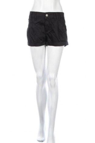 Дамски къс панталон Cipo & Baxx, Размер XL, Цвят Черен, 97% памук, 3% еластан, Цена 36,75лв.