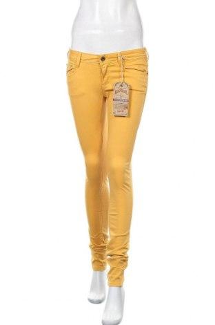 Γυναικείο παντελόνι Kaporal, Μέγεθος M, Χρώμα Κίτρινο, 98% βαμβάκι, 2% ελαστάνη, Τιμή 23,62€