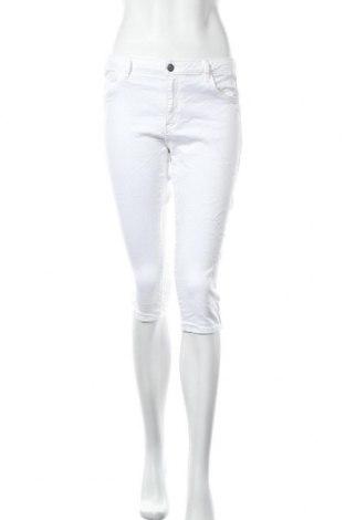 Дамски панталон ONLY, Размер M, Цвят Бял, 65% памук, 33% модал, 2% еластан, Цена 20,80лв.