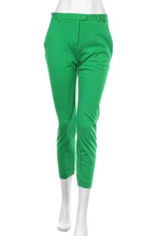 Дамски панталон TWINSET, Размер S, Цвят Зелен, 65% вискоза, 30% полиестер, 5% еластан, Цена 48,16лв.