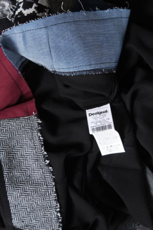 Рокля Desigual, Размер XL, Цвят Черен, 95% вискоза, 4% памук, 1% еластан, Цена 94,50лв.