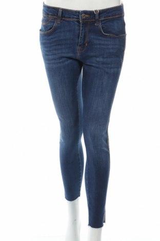Дамски дънки Zara, Размер M, Цвят Син, 98% памук, 2% еластан, Цена 41,30лв.