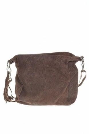 Дамска чанта, Цвят Кафяв, Естествен велур, Цена 43,20лв.