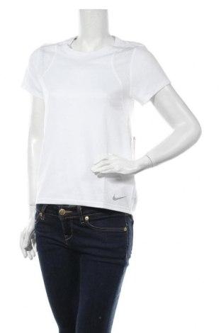 Дамска тениска Nike, Размер S, Цвят Бял, Полиестер, Цена 43,07лв.