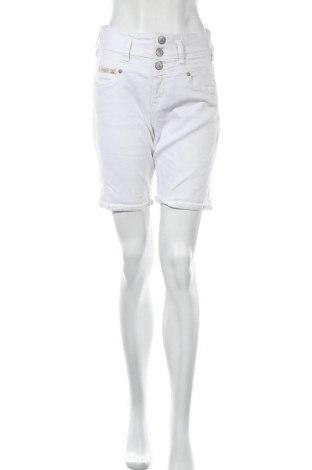 Γυναικείο κοντό παντελόνι Herrlicher, Μέγεθος S, Χρώμα Λευκό, 52% βαμβάκι, 46% lyocell, 2% ελαστάνη, Τιμή 25,52€