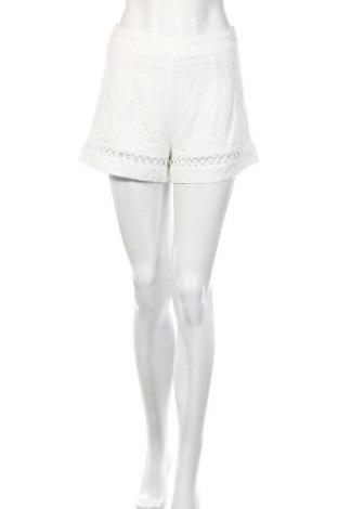 Γυναικείο κοντό παντελόνι Love & Other Things, Μέγεθος S, Χρώμα Λευκό, Πολυεστέρας, Τιμή 10,38€