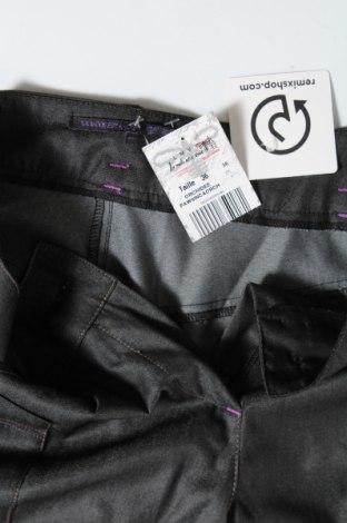 Дамски панталон La Mode Est A Vous, Размер S, Цвят Сив, 60% полиестер, 35% вискоза, 5% еластан, Цена 15,87лв.