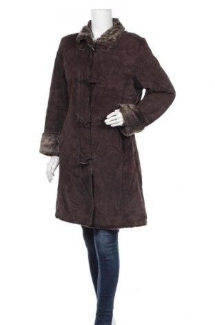 Дамско палто от естествен велур, Размер L, Цвят Кафяв, Естествен велур, Цена 58,28лв.