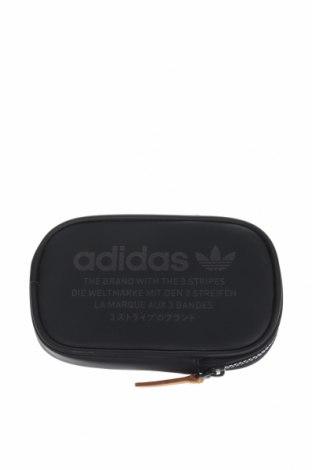 Несесер Adidas, Цвят Черен, Полиуретан, Цена 24,36лв.