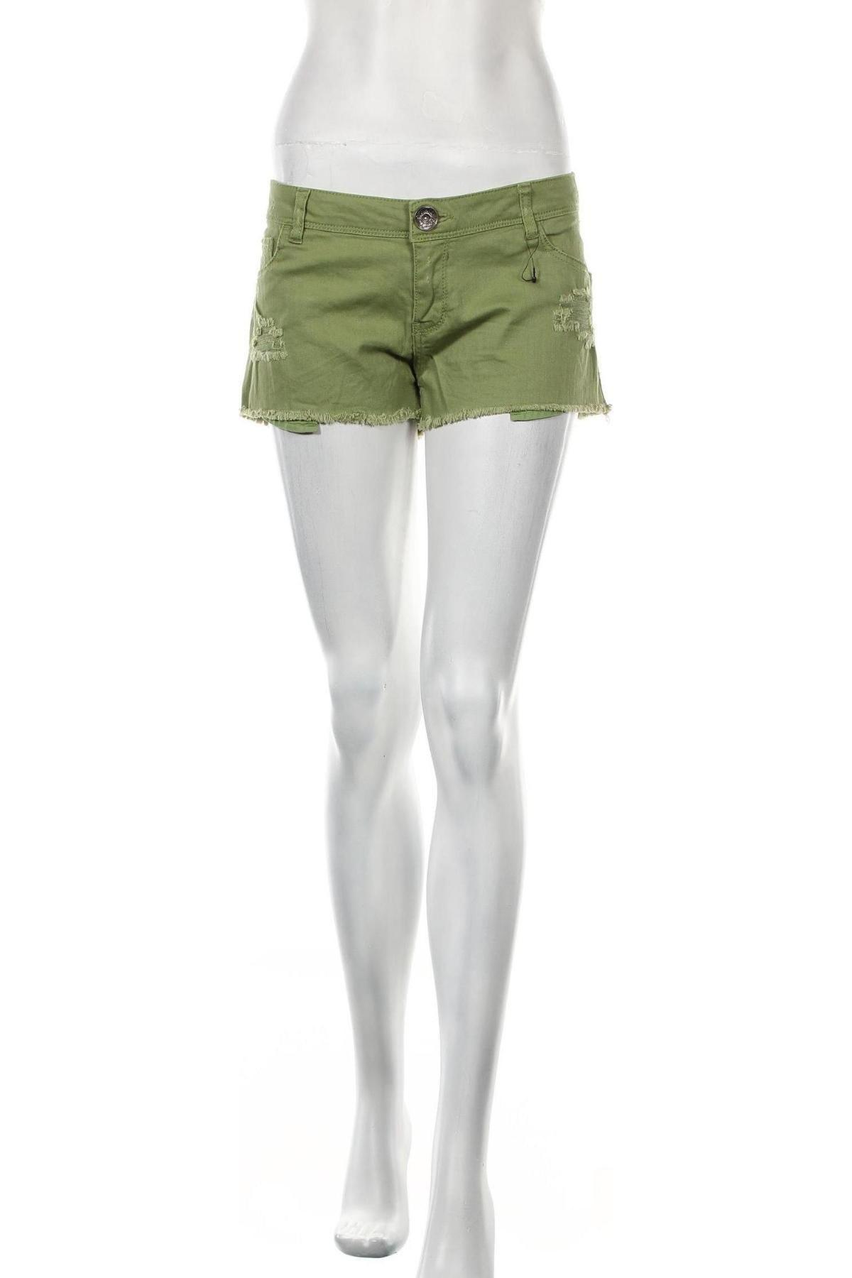 Γυναικείο κοντό παντελόνι Bershka, Μέγεθος L, Χρώμα Πράσινο, 98% βαμβάκι, 2% ελαστάνη, Τιμή 9,87€