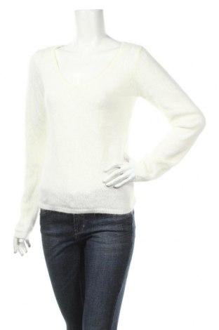 Dámský svetr Naf Naf, Rozměr M, Barva Bílá, 57% polyamide, 27% angora , 16% polyester, Cena  225,00Kč