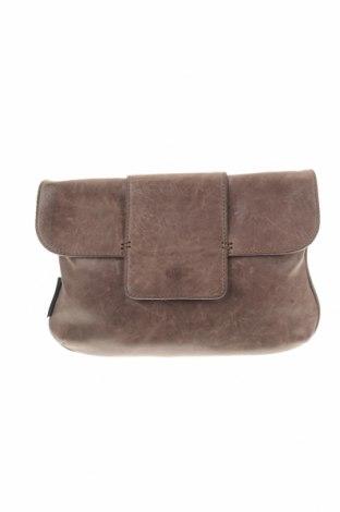 Дамска чанта Fred de la Bretoniere, Цвят Кафяв, Естествена кожа, Цена 62,90лв.