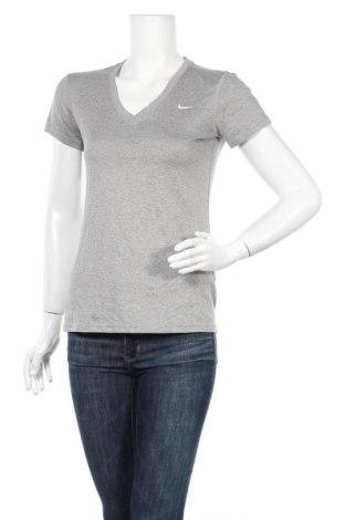 Дамска тениска Nike, Размер S, Цвят Сив, Цена 23,10лв.