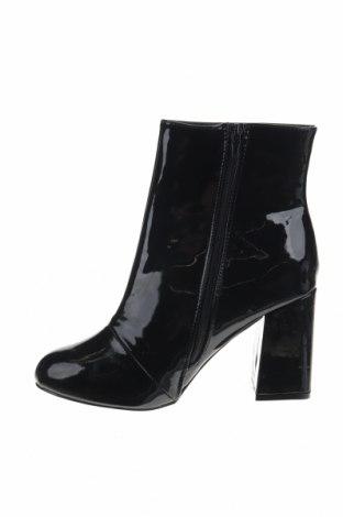 Дамски боти Boohoo, Размер 40, Цвят Черен, Еко кожа, Цена 12,40лв.