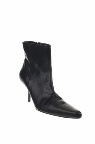 Γυναικεία μποτάκια Zara, Μέγεθος 39, Χρώμα Μαύρο, Γνήσιο δέρμα, Τιμή 16,62€