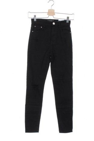 Дамски дънки Bershka, Размер XS, Цвят Черен, 98% памук, 2% еластан, Цена 26,95лв.