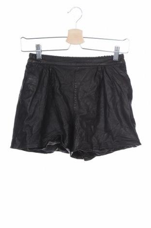 Дамски къс кожен панталон, Размер S, Цвят Черен, Естествена кожа, Цена 22,05лв.