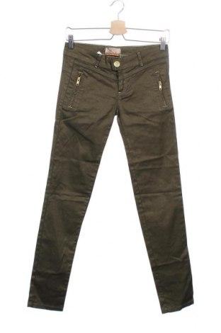 Дамски панталон Bershka, Размер XXS, Цвят Зелен, 97% памук, 3% еластан, Цена 12,16лв.