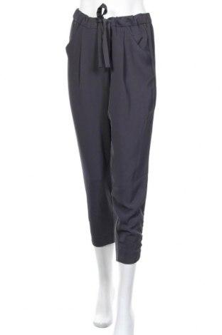 Дамски панталон Dynamite, Размер M, Цвят Сив, 95% полиестер, 5% еластан, Цена 25,52лв.