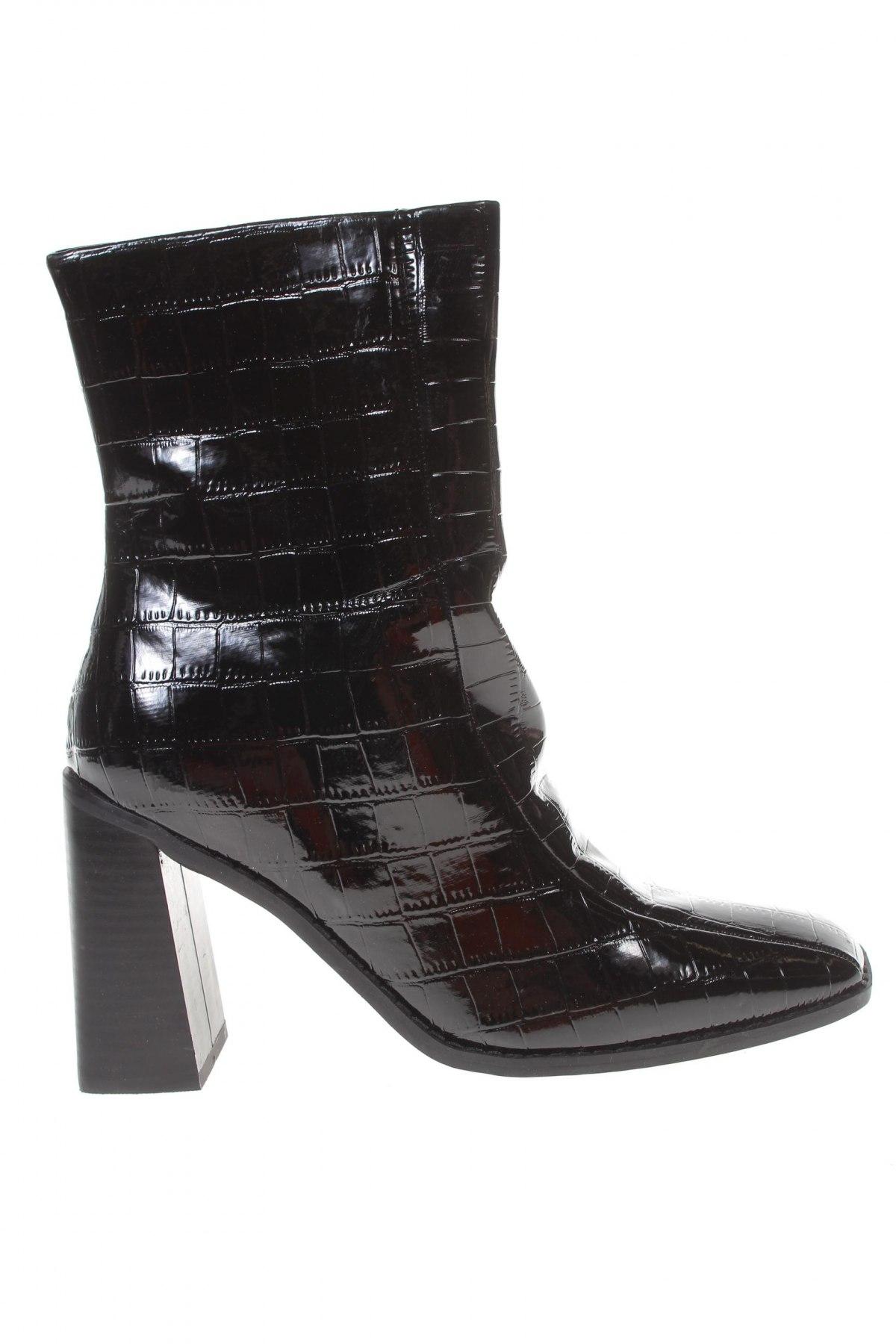 Дамски боти Boohoo, Размер 39, Цвят Черен, Еко кожа, Цена 13,80лв.