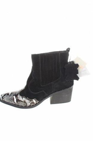 Дамски боти Cropp, Размер 36, Цвят Черен, Естествен велур, еко кожа, Цена 25,07лв.